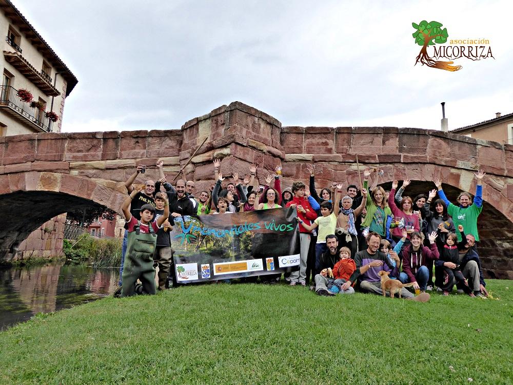 Foto de grupo final en el Puente Viejo el 4 de Octubre.